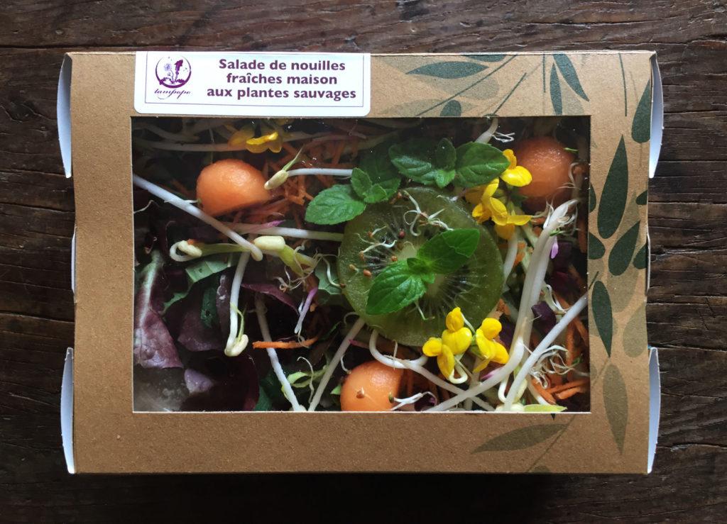 La salade de nouilles fraîches aux plantes sauvages de Tampopo